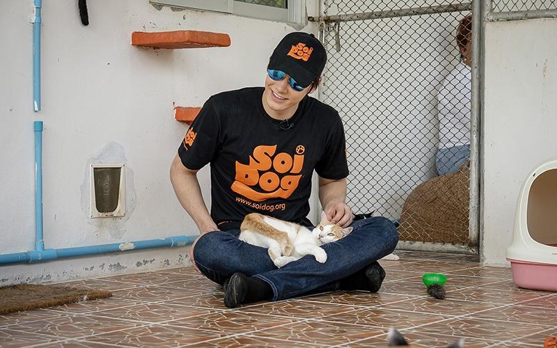 Peter Denman visits Soi Dog - 002