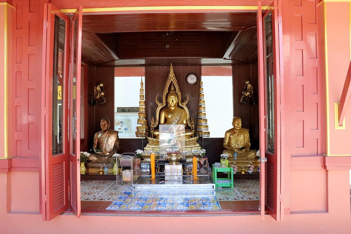 Mongkol Nimit Temple - Altar 2