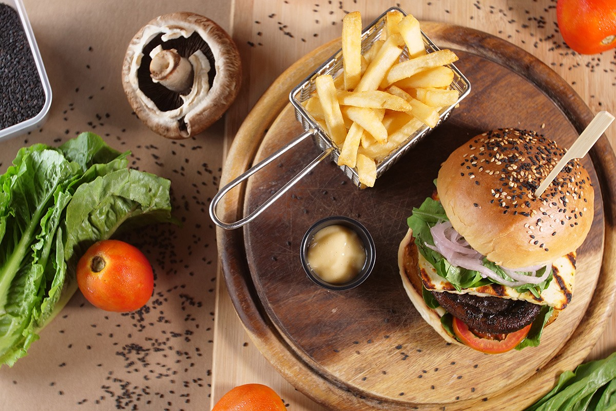 Two Chefs Bar & Grill - Burger