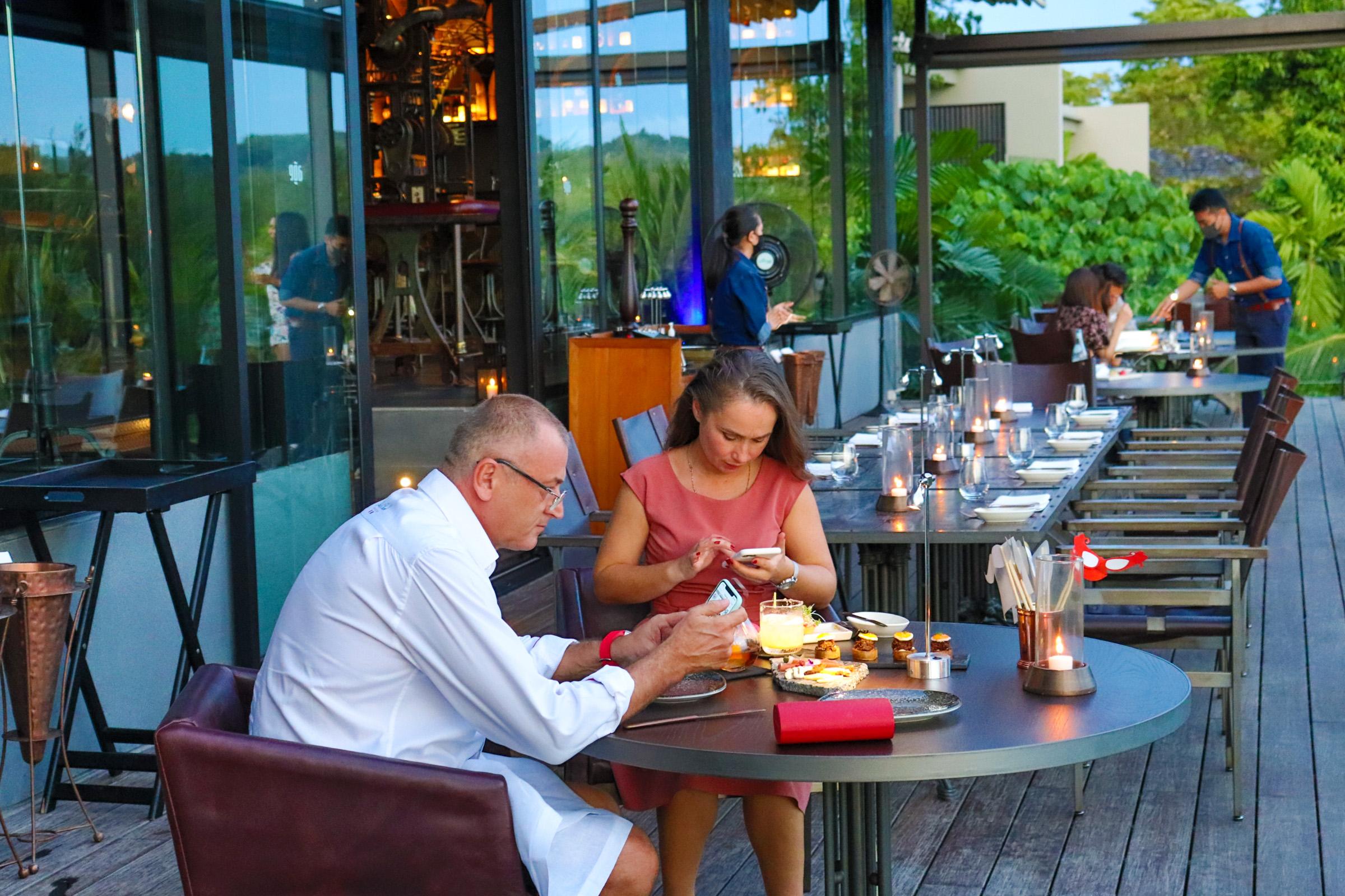 Ladies Night Age Restaurant - 002