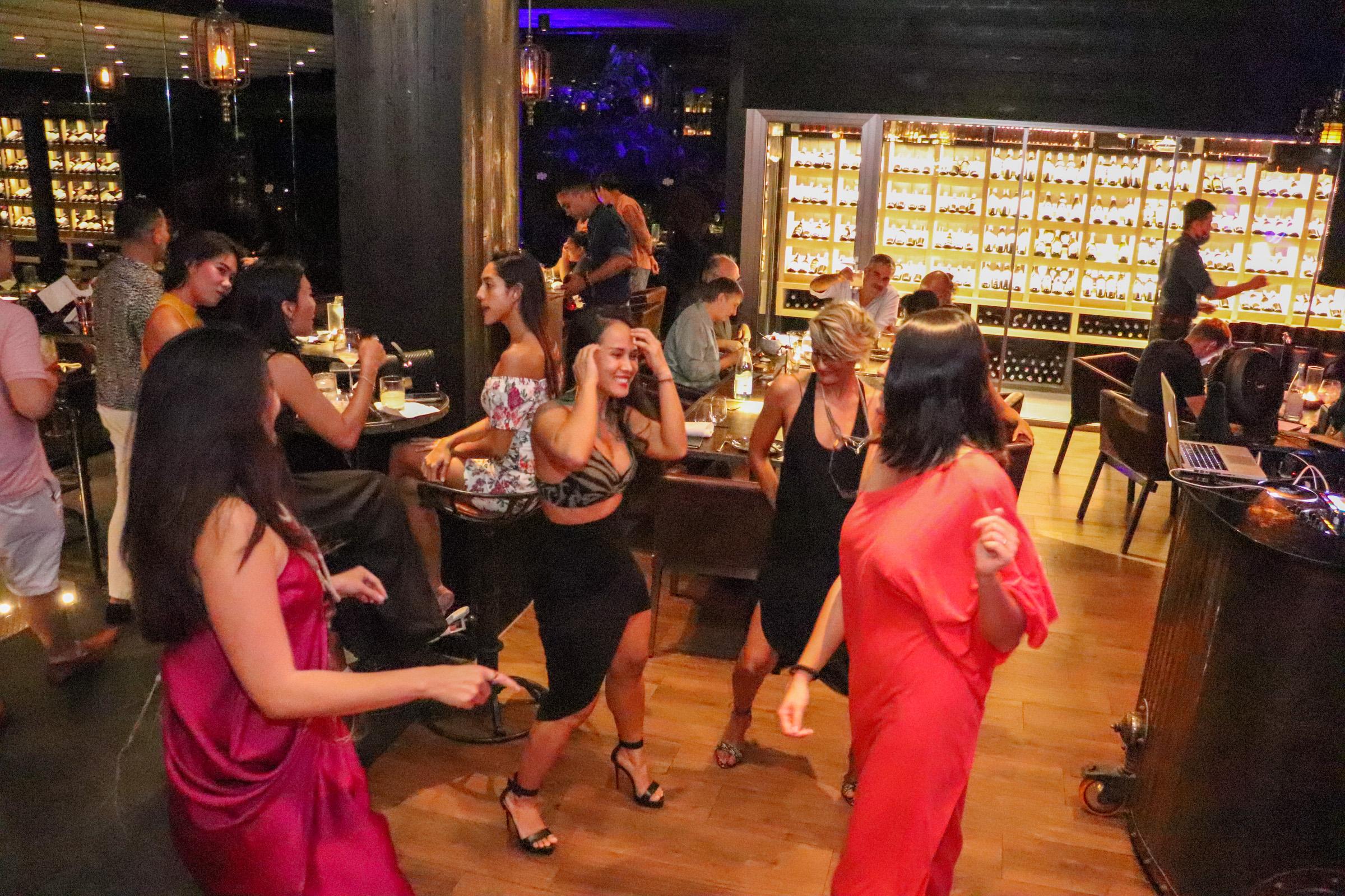 Ladies Night Age Restaurant - 015